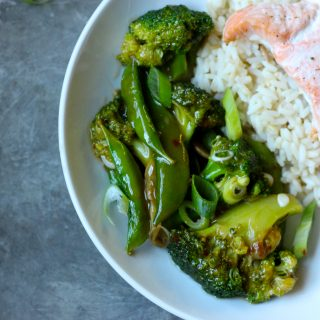 Broccoli and Peas in Brown Garlic Sauce